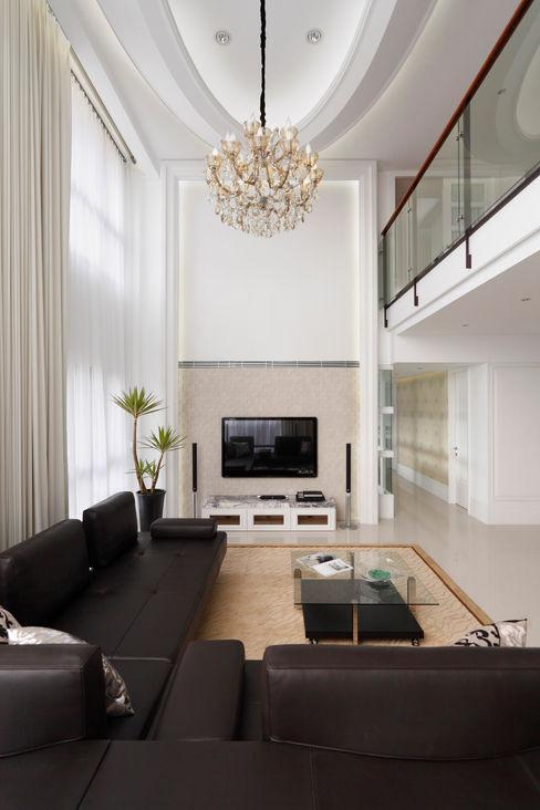 白色的極緻優雅 誼軒室內裝修設計有限公司 客廳沙發與扶手椅 皮革