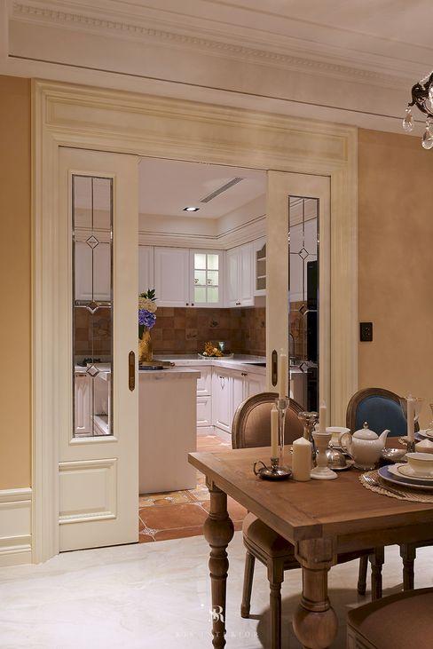 理絲室內設計有限公司 Ris Interior Design Co., Ltd. Windows & doors Doors Beige