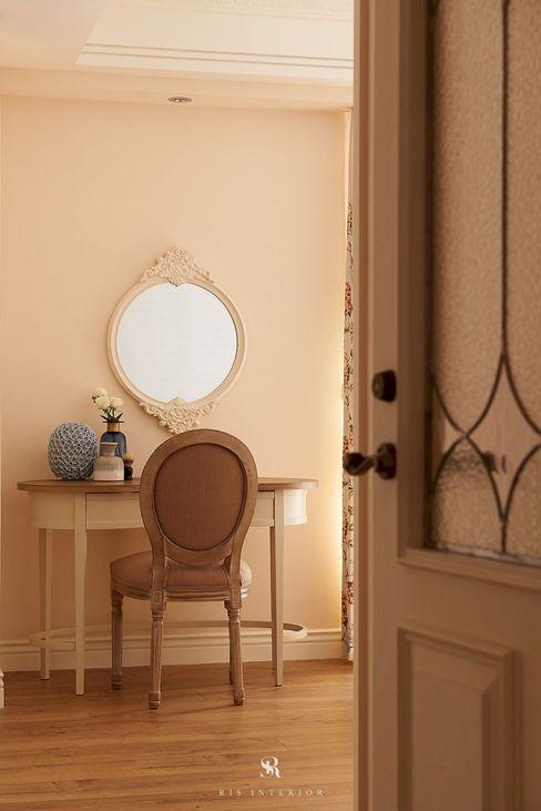 理絲室內設計有限公司 Ris Interior Design Co., Ltd. BedroomDressing tables Beige