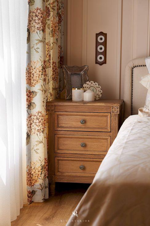 理絲室內設計有限公司 Ris Interior Design Co., Ltd. BedroomBeds & headboards Wood effect