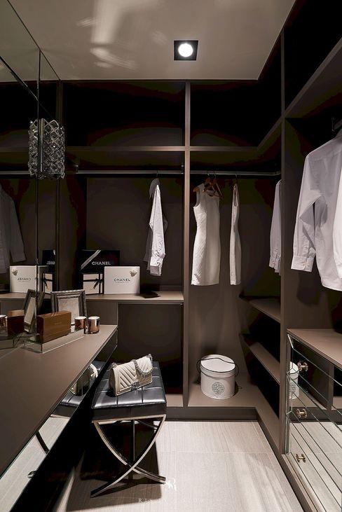 理絲室內設計有限公司 Ris Interior Design Co., Ltd. غرفة الملابس Brown