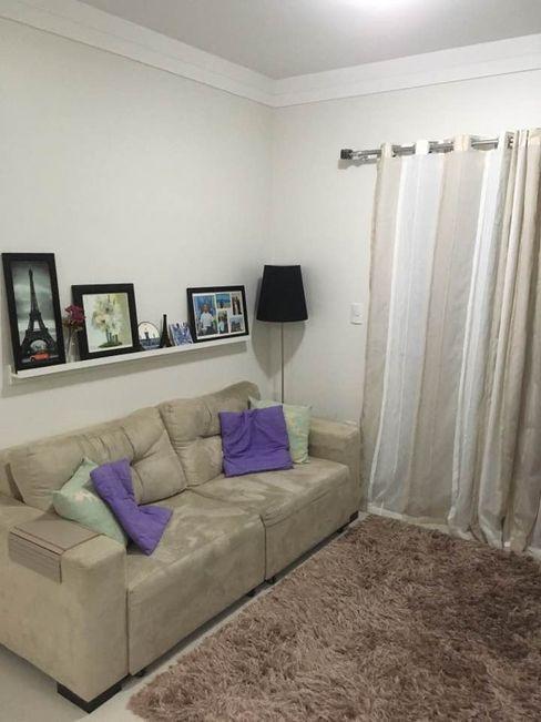 sofá Thaís Loureiro Salas de estar modernas
