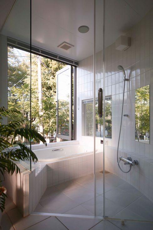 藤井伸介建築設計室 Baños de estilo moderno