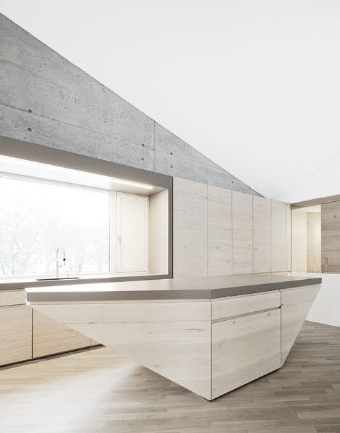 E20 Wohnhaus steimle architekten Minimalistische Küchen
