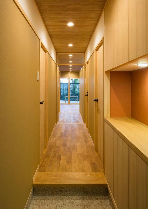 天井が一枚のマンション 有限会社 起廣プラン 和風の 玄関&廊下&階段