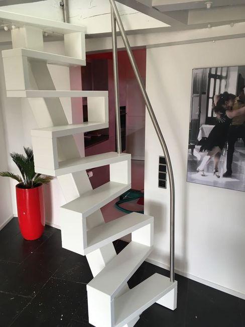lifestyle-treppen.de 現代風玄關、走廊與階梯 木頭 White