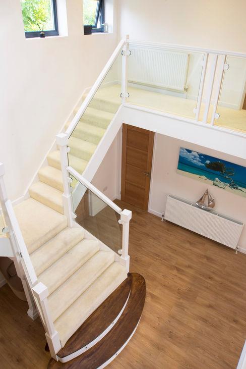 Stairs dwell design Pasillos, vestíbulos y escaleras de estilo moderno