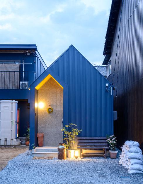 またあしたニャーの家 風景のある家.LLC インダストリアルな 家 鉄/鋼 青色