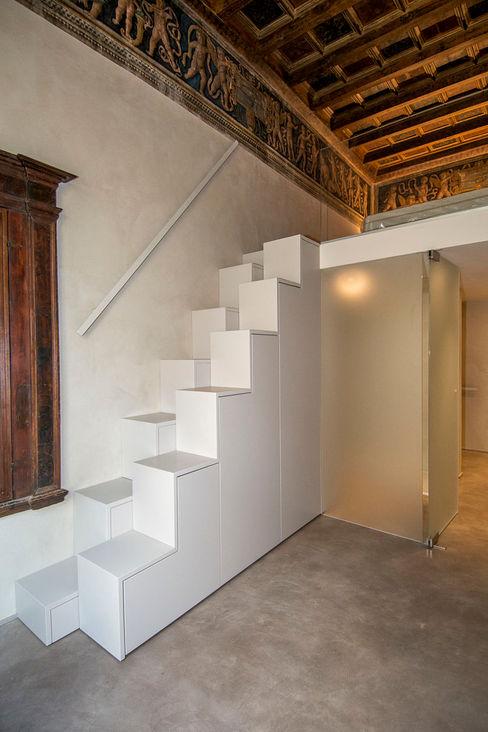 studio di architettura DISEGNO Pasillos, vestíbulos y escaleras de estilo moderno