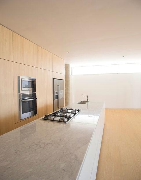 CASA LIVING Chetecortés Cocinas de estilo moderno Blanco