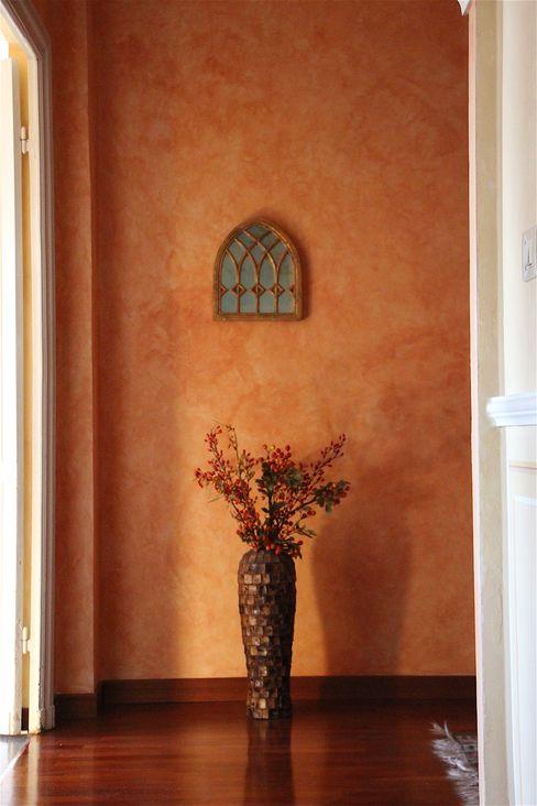 Pareti decorate a velatura Colori nel Tempo - decorazioni pittoriche Ingresso, Corridoio & Scale in stile classico Arancio