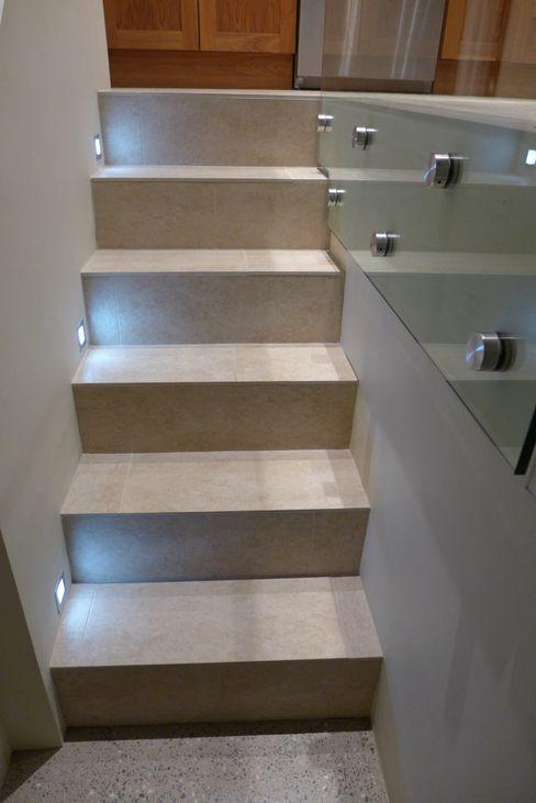 steps to basement Style Within Pasillos, vestíbulos y escaleras de estilo moderno Hormigón Gris