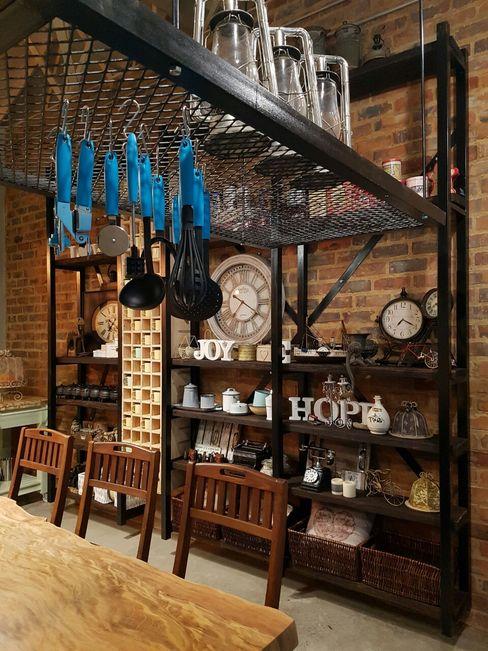 HEID Interior Design Кухня в стиле лофт Железо / Сталь Черный