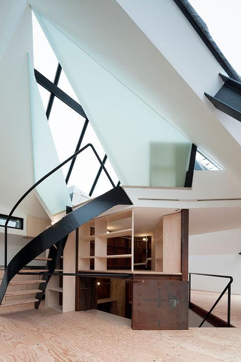 architects atelier ryo abe Pasillos, vestíbulos y escaleras de estilo moderno