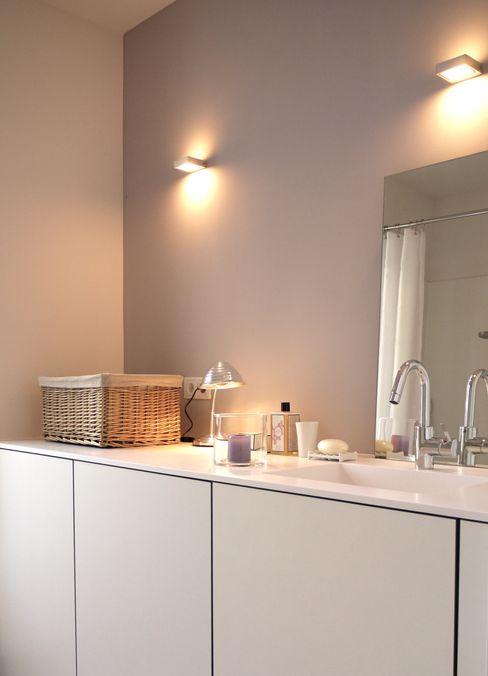 Badplanung 2 ANKELIETZKE Innenarchitektin Moderne Badezimmer Fliesen Lila/Violett