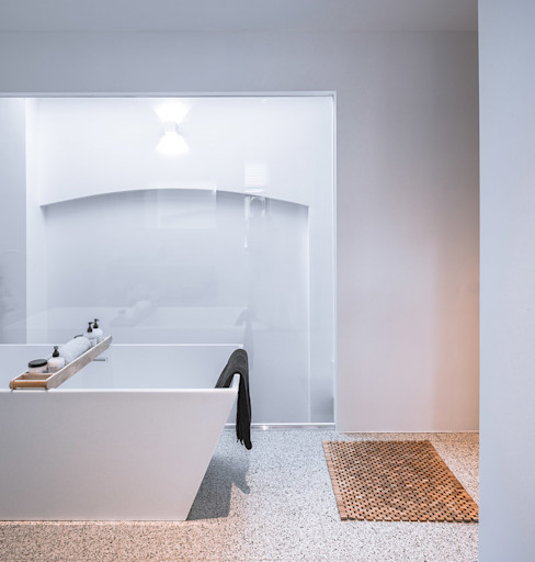 EVA architecten Modern bathroom