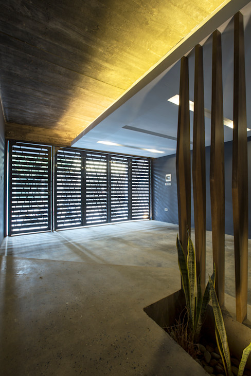 STH - Stairhouse deline architecture consultancy & construction Modern Garage and Shed Concrete