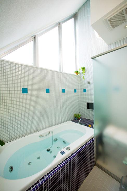 スキップフロアの家/白金台(愛犬家住宅) 前田敦計画工房 モダンスタイルの お風呂