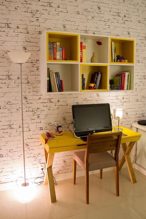 Seleto Studio Design de Interiores Ruang Studi/Kantor Modern Batu Bata Yellow