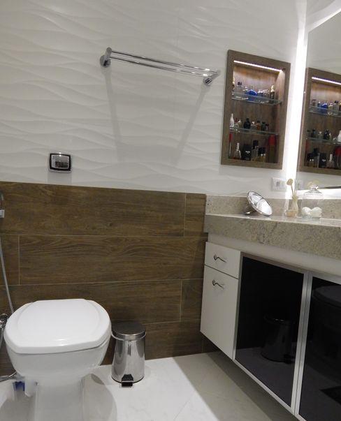 Banheiro Seleto Studio Design de Interiores Banheiros rústicos Cerâmica Efeito de madeira
