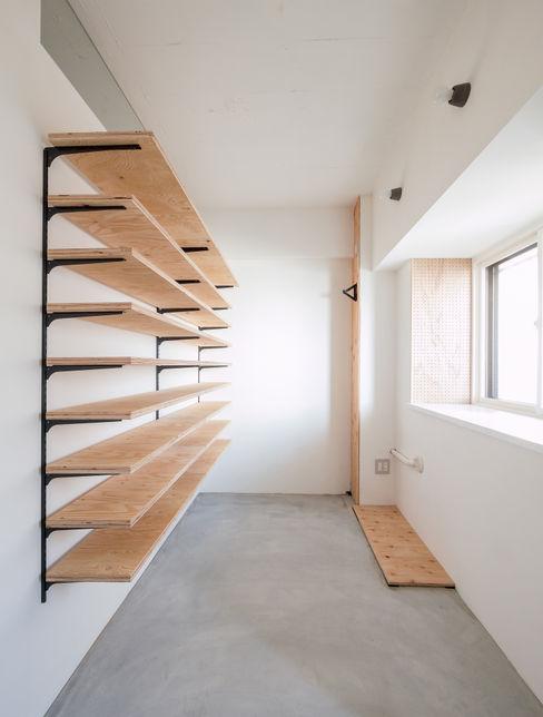 大容量収納の玄関土間 株式会社エキップ オリジナルスタイルの 玄関&廊下&階段 合板(ベニヤ板) 木目調