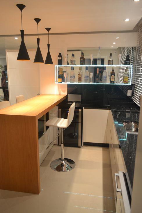 FERNANDA LONGO ARQUITETA KitchenCabinets & shelves