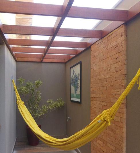 Cantinho charmoso Arquiteta Carol Algodoal Arquitetura e Interiores Corredores, halls e escadas modernos Madeira Efeito de madeira