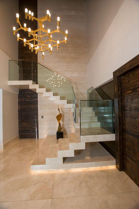 Danielle Valente Arquitetura e Interiores Modern Corridor, Hallway and Staircase
