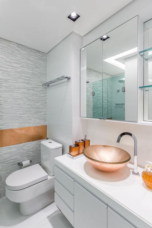Bwc Suíte Arquitetura Sônia Beltrão & associados Banheiros modernos Cobre/Bronze/Latão Branco