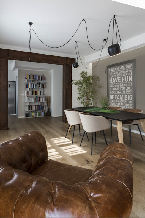 COME IN UN LOFT Viú Architettura Sala da pranzo in stile industriale Legno Marrone