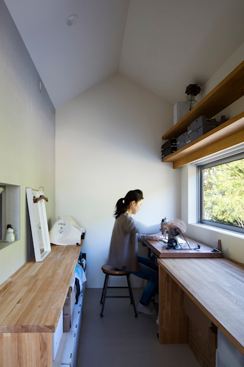 川添純一郎建築設計事務所 Moderne Arbeitszimmer Weiß