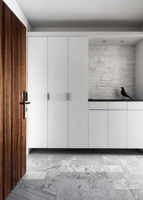 玄關 極簡室內設計 Simple Design Studio Modern corridor, hallway & stairs