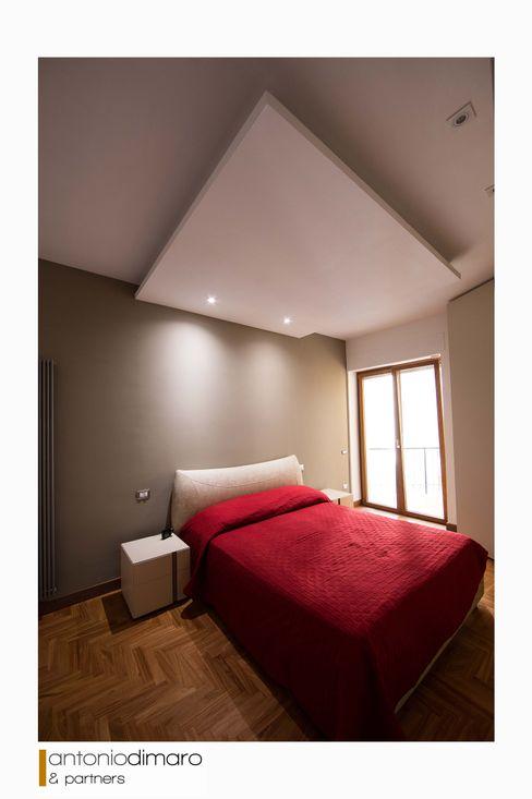 Camera Da Letto antoniodimaro + Partners Camera da letto moderna