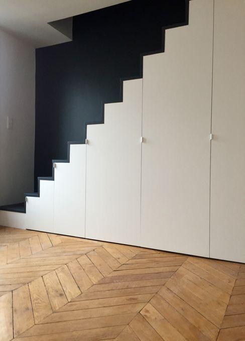 Escalier sur mesure avec placards intégrés Thomas JENNY Escalier Bois Noir