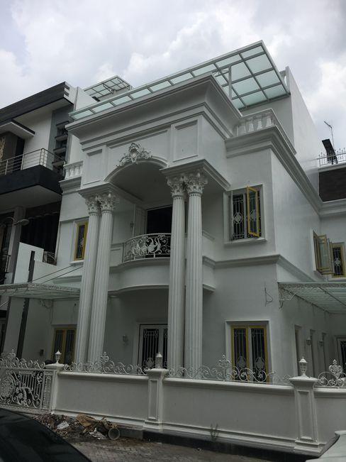 Lighthouse Architect Indonesia Casas de estilo clásico