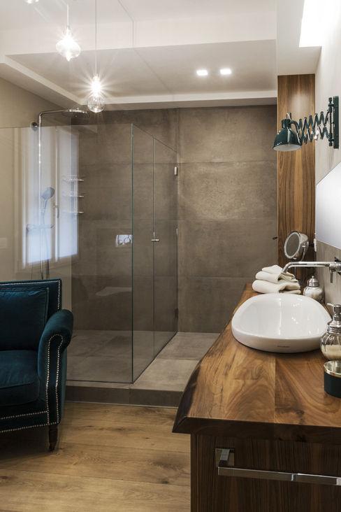 COME IN UN LOFT Viu' Architettura Bagno in stile industriale
