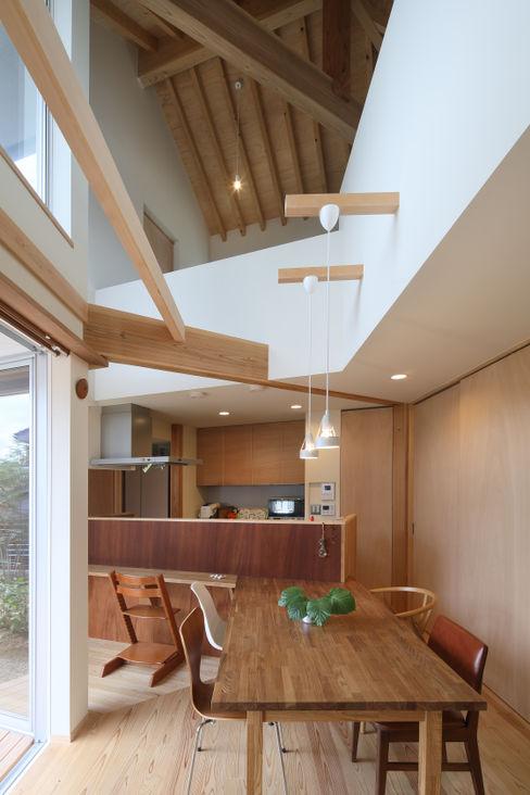 ダイニングスペース 芦田成人建築設計事務所 北欧デザインの ダイニング 木