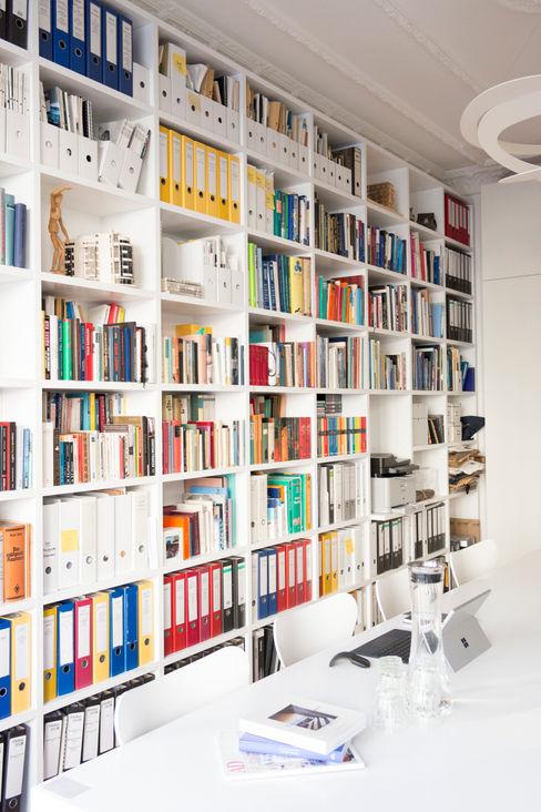 GANTZ - Regale und Einbauschränke nach Maß 書房/辦公室 複合木地板 White