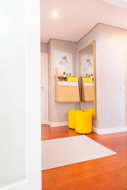 Apartamento Nórdico - T3 Condomínio Imoloc - MATOSINHOS ShiStudio Interior Design Corredor, hall e escadasAcessórios e decoração