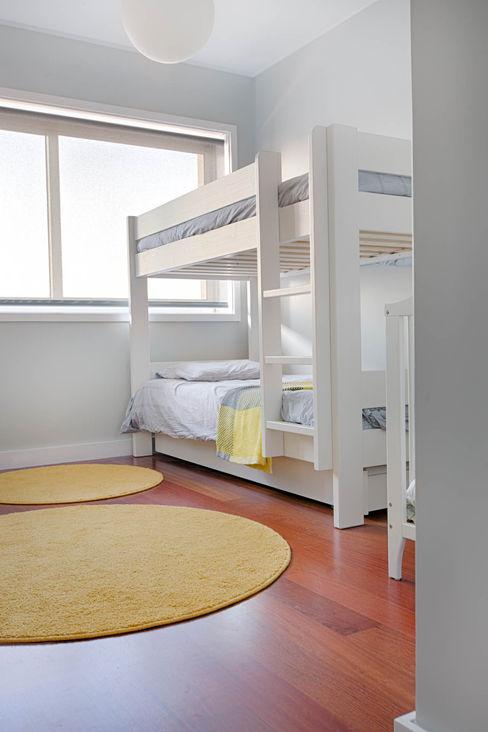 Apartamento Nórdico - T3 Condomínio Imoloc - MATOSINHOS ShiStudio Interior Design Quarto de criançasAcessórios e Decoração