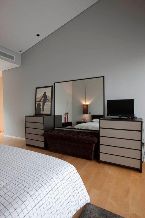 Quarto - Vivenda em Famalicão - SHI Studio Interior Design ShiStudio Interior Design QuartoAcessórios e decoração