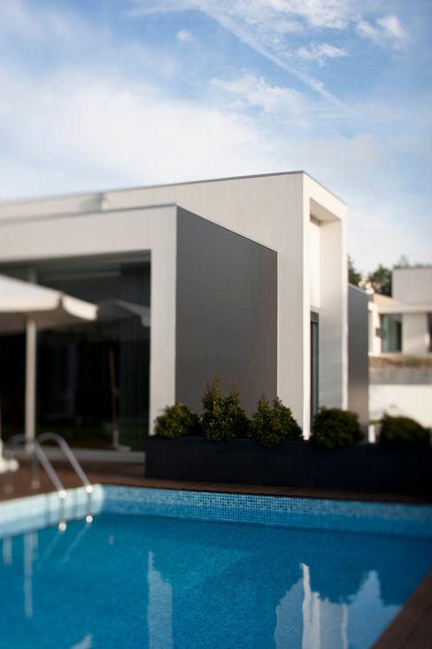 Piscina - Vivenda em Famalicão - SHI Studio Interior Design ShiStudio Interior Design Jardins de fachada