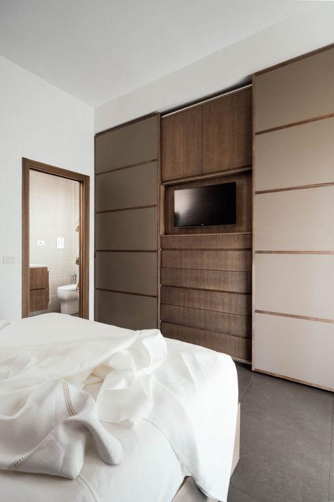 Armadio manuarino architettura design comunicazione Camera da letto moderna Legno Marrone