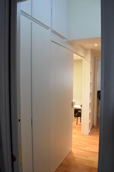 progetto appartamento via Nomentana- Roma Bucefalo Arredamenti Ingresso, Corridoio & Scale in stile moderno