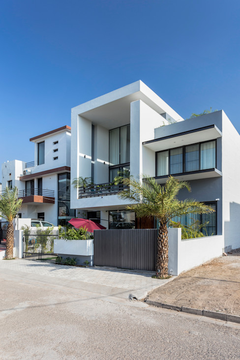 Sky Box House Garg Architects Single family home Concrete White