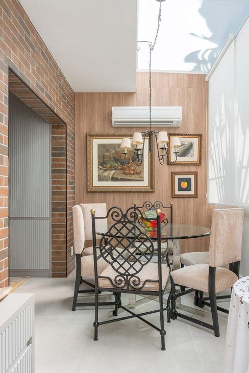 Studio Ideação Phòng ăn phong cách kinh điển Gỗ Wood effect