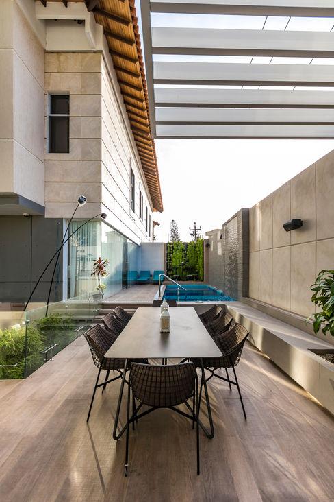 Terraza - Mobiliario Design Group Latinamerica Balcones y terrazas de estilo ecléctico Piedra Beige