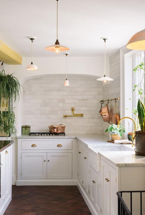 deVOL Kitchens Dapur Gaya Mediteran Parket White