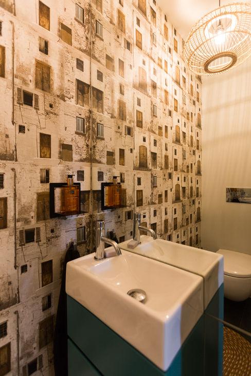 WC serviço - vivenda em S. Mamede - Projeto de interiores Shi Studio - Matosinhos, Porto ShiStudio Interior Design Casa de banhoPia