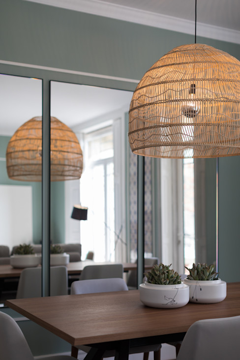 Candeeiro - sala de vivenda em S. Mamede - Projeto de interiores Shi Studio - Matosinhos, Porto ShiStudio Interior Design Sala de estarIluminação